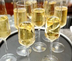 Hoe maak je champagne open?