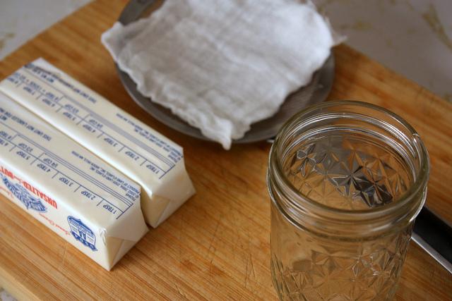 Zo maak je geklaarde boter (ghee)