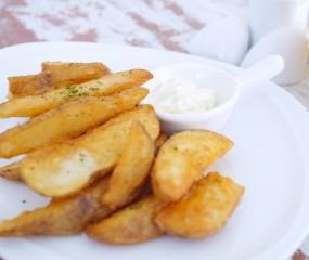 Té handig: aardappelpartjes maken met een appelsnijder
