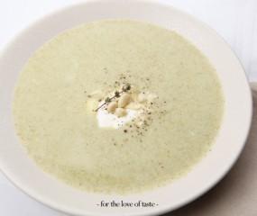 Broccoli-kerriesoep met amandelen