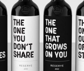 Deze wijnlabels zijn wel heel... no-nonsense
