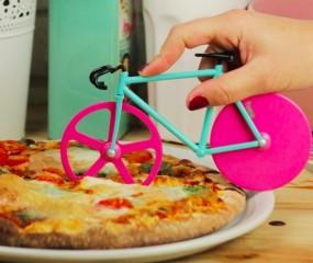 Al fietsend je pizza snijden met de Fixie Pizza Cutter