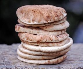 Beleggen, dippen of de oven in: onze favoriete combi's met pitabroodjes
