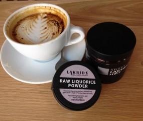 Koffiebar in Brooklyn serveert latte met dropsmaak