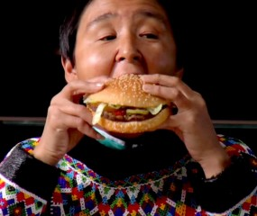 Mini-docu 'Whopper Virgins': mensen die voor het eerst in hun leven een hamburger eten