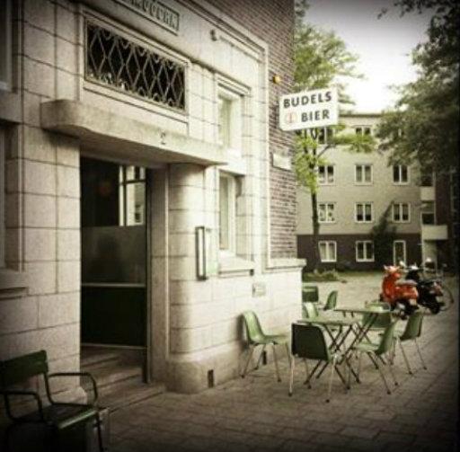 Café Modern - buiten