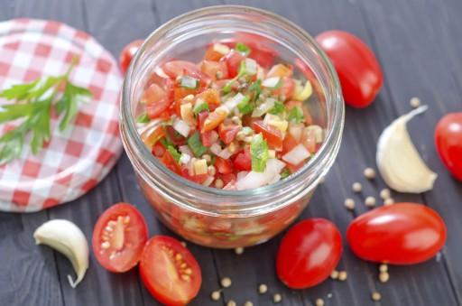 Tomaten salsa stock