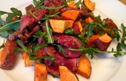Zoete aardappel biefstuk salade