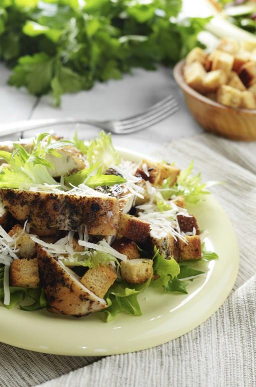 Zo maak je de allerlekkerste salade met kip - Coulissan deur je dressing bladeren ...