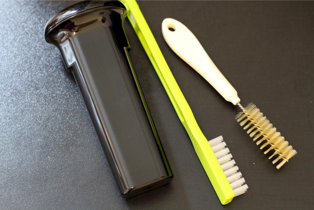 Aanstamper en schoonmaakborstels worden bijgeleverd.