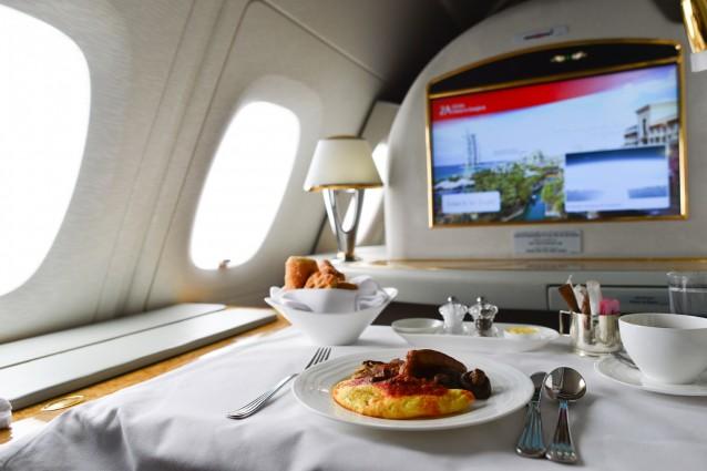 Stock Eten in het vliegtuig: 5 tips om je vliegreis lekkerder te maken0001