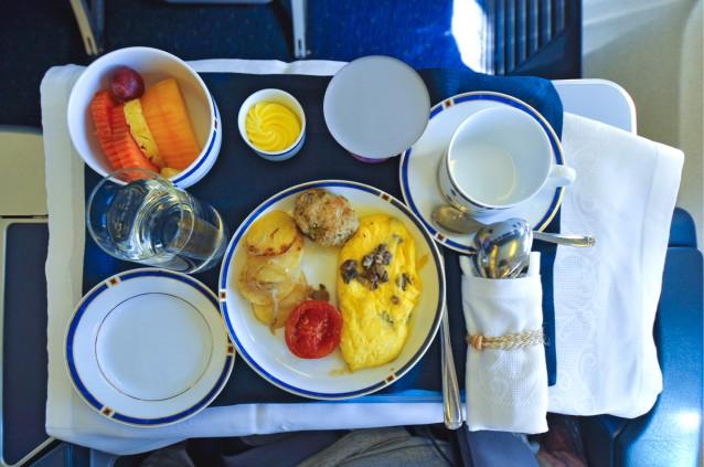 Stock Eten in het vliegtuig: 5 tips om je vliegreis lekkerder te maken0002