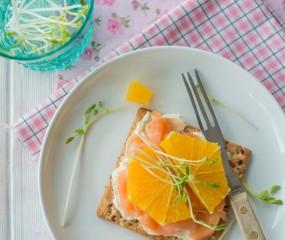 De ideale snelle lunch: crackers met zalm & sinaasappel