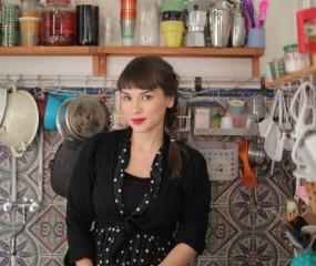 Rachel Khoo opent Londense patisserie waar taarten worden gestoomd