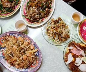 De Aziatische rijsttafel: Indonesisch of toch Indisch?