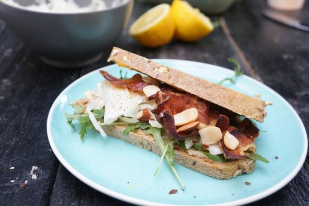 Sandwich hummus, bacon en venkel van Anne&Max0002