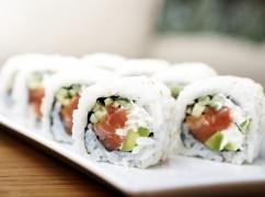 Video: deze Amerikanen proberen voor het eerst in hun leven sushi