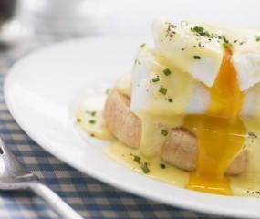 De allerlekkerste eggs benedict foto's om bij te kwijlen
