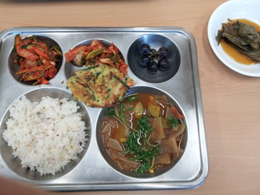 I see your Finnish school lunch and raise you my South Korean school lunch - Imgur