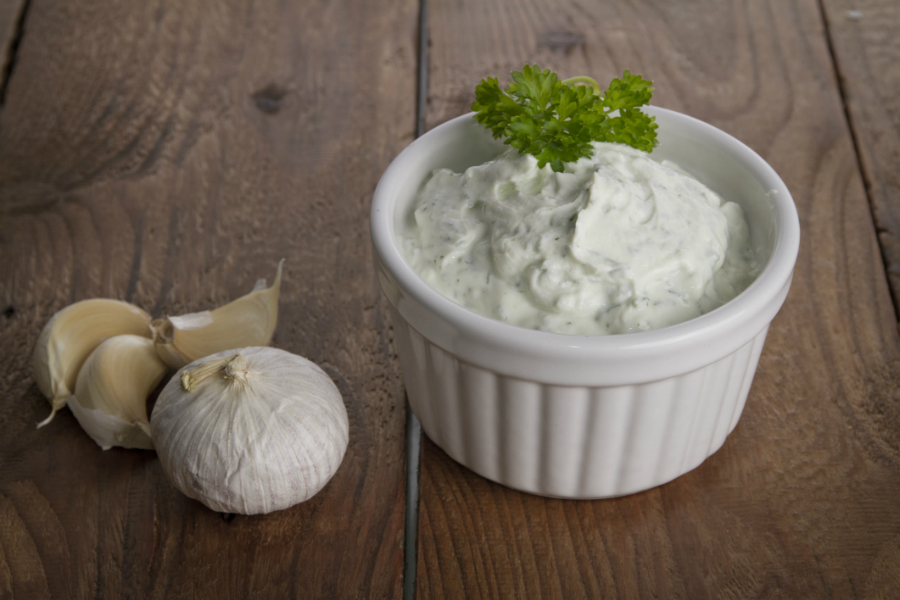 ons favoriete recept voor homemade knoflooksaus - culy.nl