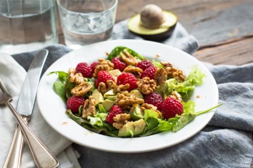 Koken met aanbiedingen: frambozensalade met walnoten en avocado0007
