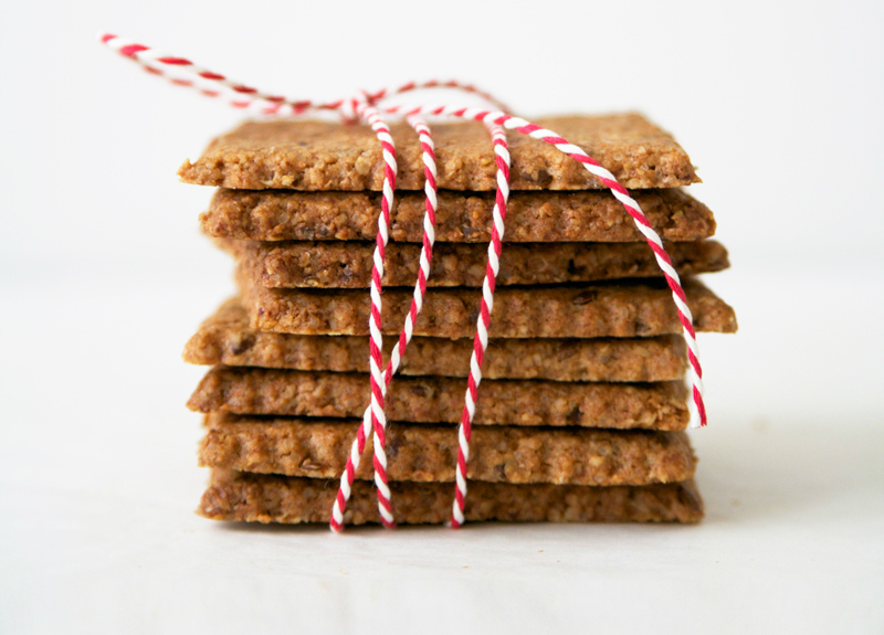 Afbeelding van gezonde koekjes met amandelboter en lijnzaad