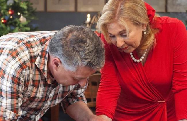 Video: Janny & Robèrt maken een kerststol (Heel Holland ...