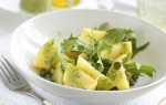 Aardappelsalade met groene pesto, kappertjes en rucola