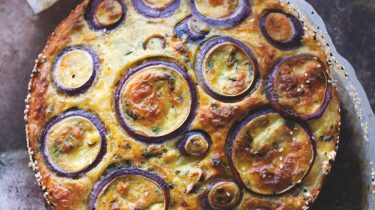 bloemkooltaart uit plenty more van ottolenghi