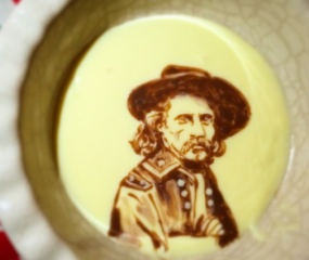 Deze Nederlandse Instagrammer maakt kunst van zijn bakjes vla