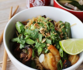 Culy Homemade: Aziatische noedels met gamba's, sugar snaps en koriander