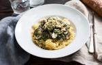 Koken met aanbiedingen: fusilli met ham, spinazie en champignons