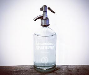 Toffe waterflessen van de Nieuwe Amsterdamse Spuitwaterfabriek