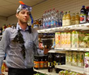 Verborgen cameragrap met Zeeuwse mosselen in een supermarkt