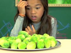 Video: kinderen eten spruitjes: hoe reageren ze?
