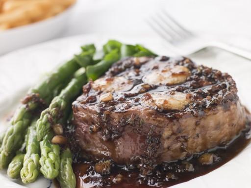 stock vlees jus saus asperges