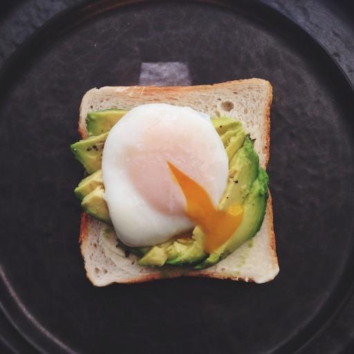 Avocado toast met een gepocheerd eitje2