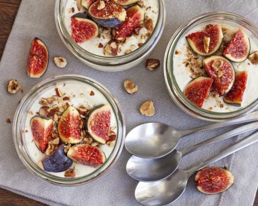 Vijgen yoghurt ontbijt stock
