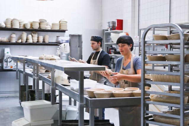 De bakkers aan de slag