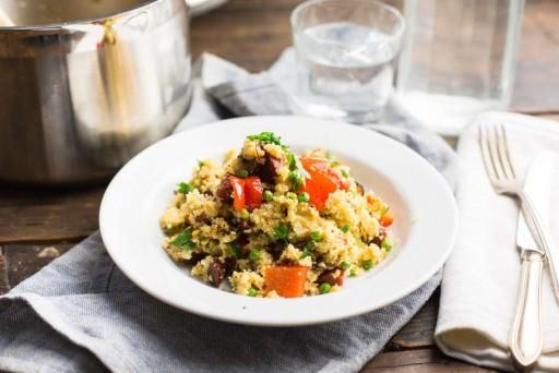 Koken met aanbiedingen couscous met salami