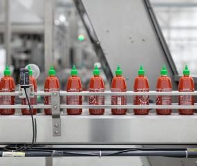 Video: zo wordt Sriracha-saus gemaakt