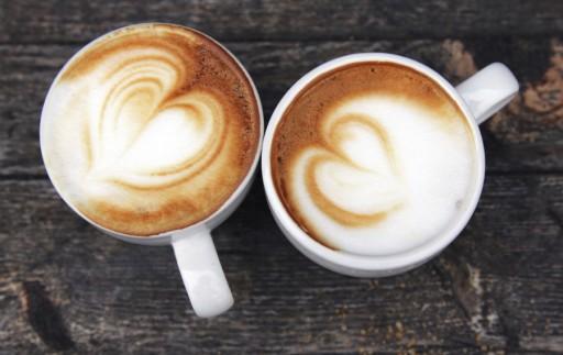 Latte art Valentijn hart stock