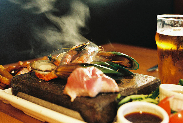 Culinaire trend: hot stone cooking