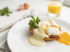 Meerdere eieren tegelijk pocheren, zonder pan: zó doe je dat