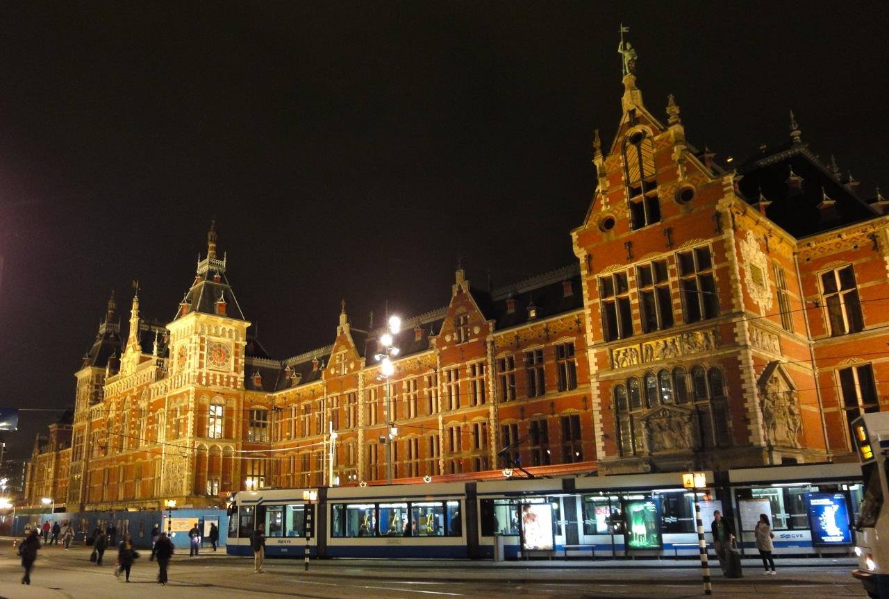 Steeds meer culinaire hotspots op amsterdam centraal for Kebabzaak amsterdam