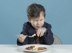 Té leuke video: kinderen proeven verschillende ontbijtjes van over de hele wereld