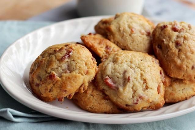 Culy-Homemade-zoet-hartige-scones-met-knapperig-spek-en-maple-syrup2-735x490