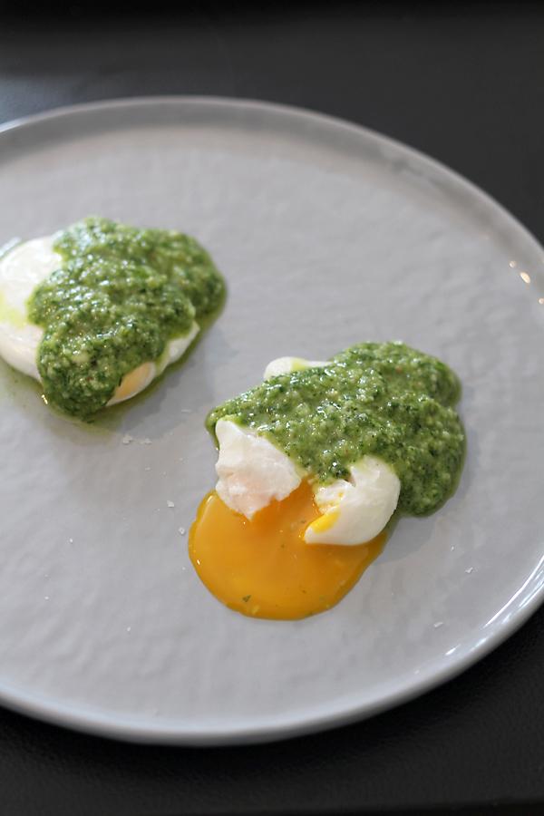 Gepocheerde eieren met peterseliepesto0001