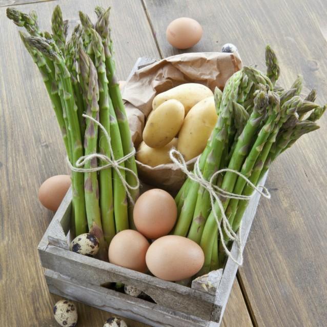 Krat groenten eieren stock