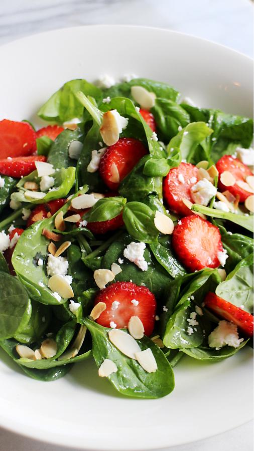 Salade_met_spinazie_en_aardbeien0001